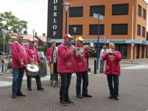 Optreden Winkelcentrum Meent Papendrecht 20-06-2015 032